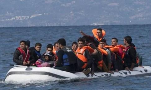 """شباب ومراهقون يتوافدون على شواطئ الشمال لانتظار """"الفونطوم""""، يستنفر الأجهزة الأمنية"""