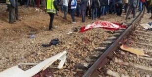 أحد الناجين من فاجعة القطار: الريوس مْقطعة وعباد الله جاو تيسرقو المصابين والموتى وتيقلبو ليهم صيكانهم
