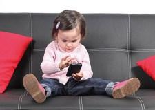 مشاكل خطيرة تترتب عن استخدام الأطفال للهواتف الذكية