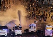 عااجل: مواجهات قوية تجتاح فرنسا وسط غليان واستنفار شديدين بأشهر شارع بباريس .