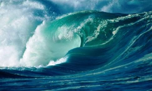 تحذير من أمواج عاتية ورياح قوية بسواحل أكادير، و مندوبية الصيد البحري تحذر.