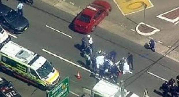 """""""استرالي"""" يدهس عدة سيارات ويطعن أحد المارة، ثم ينتحر.(فيديو)"""