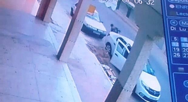 بالفيديو: رصد أخطر لص متخصص في سرقة بطاريات السيارات بطريقة المحترفين الكبار بأكادير و إنزكان.