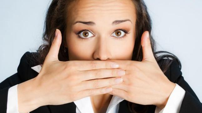 كيف تتخلصين من مشاكل رائحة الفم الغير مستحبة