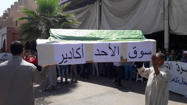 أكادير: تجار سوق الأحد يشلون الحركة التجارية احتجاجا على القرار الجبائي الجديد للبلدية