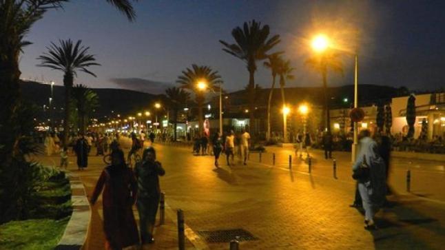 سلطات أكادير تبدأ حملة تطيهر الكرنيش من الباعة المتجولين