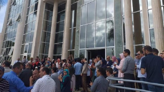 بعد قرار حذف وزارة الإتصال الموظفون يحتجون