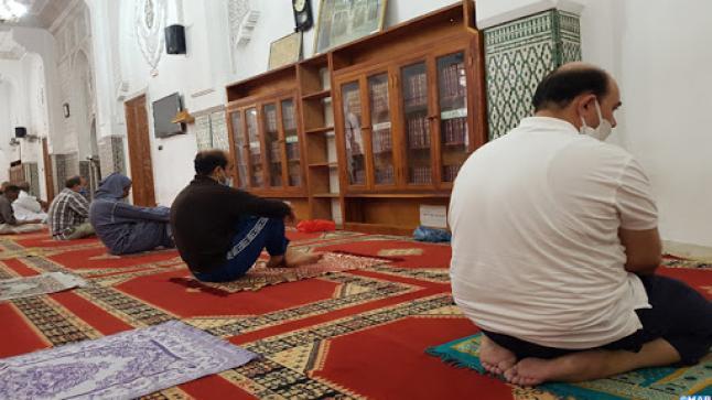 """لقاء المؤمنين يتجدد لأداء صلاة الجمعة بمساجد مدينة أكادير بـ""""كل شوق وخشوع"""""""