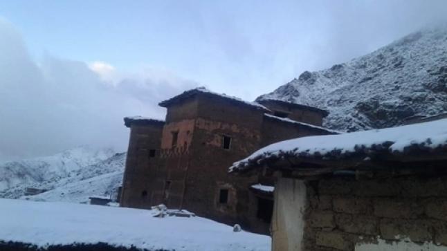 الثلوج تغطي مداشر وقرى بجبال تارودانت (صور)