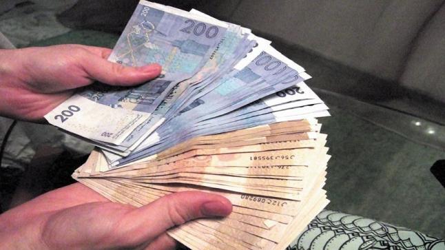 الحكومة تحدد القطاعات التي سيعوض العاملين بها بـ2000 درهم إلى غاية مارس