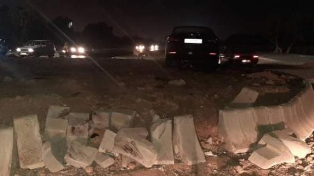 سيارة تقتحم مدارة طرقية ضواحي أكادير ونجاة سائقها من موت محقق