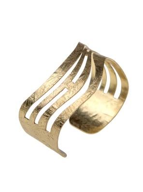 Χειροποίητο βραχιόλι από ορείχαλκο. Υπέροχο κυματιστό βραχιόλι που θα στολίσει όμορφα το χέρι σας και θα τραβήξει τα βλέμματα. Προσαρμόζεται σε όλα τα μεγέθη. Όλα τα κοσμήματα Agapi concept μένουν αναλλοίωτα αφού έχουν εμβαπτιστεί σε ειδικά βερνίκια. Αναδείξτε το στυλ σας με τα πιο fashionable κοσμήματα προσιτής πολυτέλειας. Μοναδικές δημιουργίες για statement εμφανίσεις.
