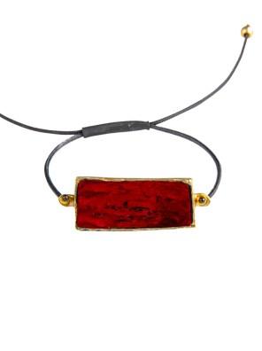 Χειροποίητο βραχιόλι από ορείχαλκο. Λαμπερό πανέμορφο βραχιόλι δεμένο με καταπληκτική κόκκινη επεξεργασμένη πέτρα. Το κορδόνι ρυθμίζεται σε όλα τα μεγέθη. Όλα τα κοσμήματα Agapi concept μένουν αναλλοίωτα αφού έχουν εμβαπτιστεί σε ειδικά βερνίκια. Αναδείξτε το στυλ σας με τα πιο fashionable κοσμήματα.