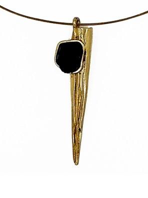 Χειροποίητο κολιέ από ορείχαλκο. Φανταστικό κομψό κολιέ με κλασική μαύρη επεξεργασμένη πέτρα δεμένο με χρυσό ατσάλι. Μέγεθος κολιέ 45cm συν 3cm προέκταση. Ολα μας τα κοσμήματα μένουν αναλλοίωτα αφού έχουν εμβαπτιστεί σε ειδικά βερνίκια. Με τα κοσμήματα Agapi concept αισθάνεστε μοναδική δίνοντας μια χαρούμενη ενέργεια στο καθημερινό σας outfit.