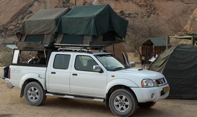 2016NA1125-Spitzkoppe-Campement et Voiture