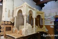 2019FE0295-Fes-Medina-Chaises et colonades sculptes