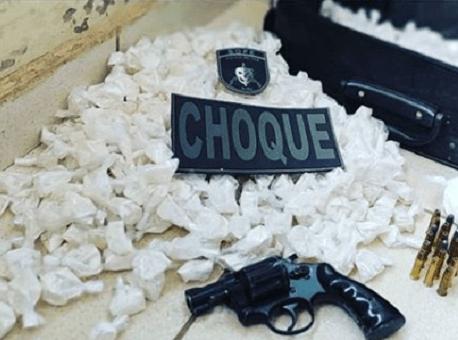 20-09-2020 policia-militar-prende-homem-por-porte-ilegal-de-arma-e-tráfico