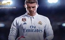 Sabung Ayam Online - Cristiano Ronaldo yang dikenal salah satu dari pesepak bola dunia terbaik kembali memuncak dalam
