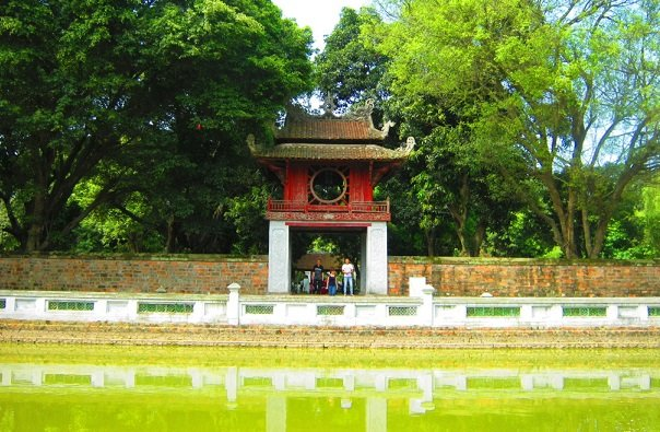 Pourquoi agence de voyage locale Hanoi, Visite Hanoi Temple Litterature