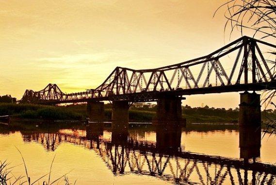 pont long bien hanoi