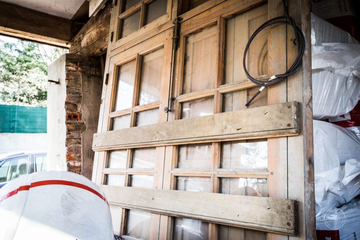 Double porte de boutique vintage en rénovation