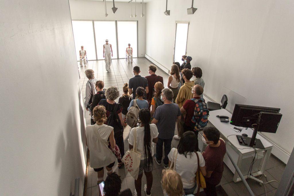 public face à trois danseurs à la cité internationale des arts © reportage photo paris Nathalie Tiennot