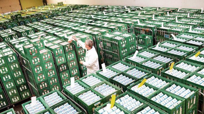 Mejerigiganten Arla tager ny mærkning i brug, der skal gøre forbrugerne opmærksomme selskabets stærke tilknytning til landmændene.