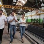 Juan Cabandié y Mayra Mendoza recorrieron una planta recicladora de plásticos en Bernal