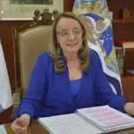 """Gobernadora Alicia Kirchner: """"será un gran alivio para las provincias poder renegociar deudas"""""""