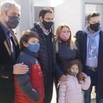 Menéndez y Ferraresi entregaron las llaves de hogares «Casa Propia» a familias de Merlo: «La vivienda es un derecho»