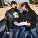 """Gustavo Menéndez recorrió la obra del entubamiento del Arroyo Salguero: """"Va a beneficiar a miles de familias de la zona"""""""
