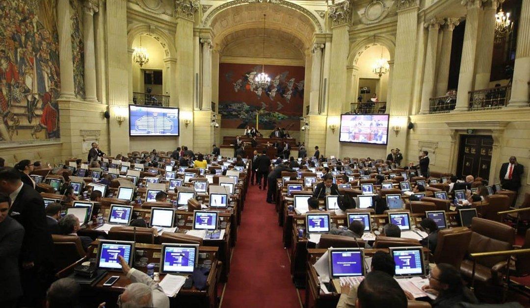 100 millones de pesos por vacaciones recibirán honorables congresistas de Colombia.