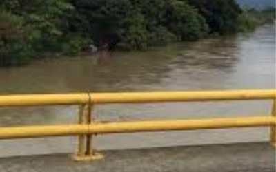 Rescatistas denuncian que policía prohíbe rescatar cuerpos del río Cauca