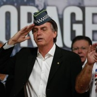 Policiais se Revoltam com Bolsonaro. PM ameaça Greve Geral