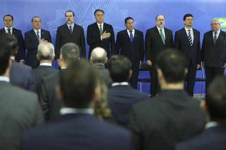 O presidente Jair Bolsonaro dá posse ao novo procurador-geral da República, Augusto Aras, no Palácio do Planalto