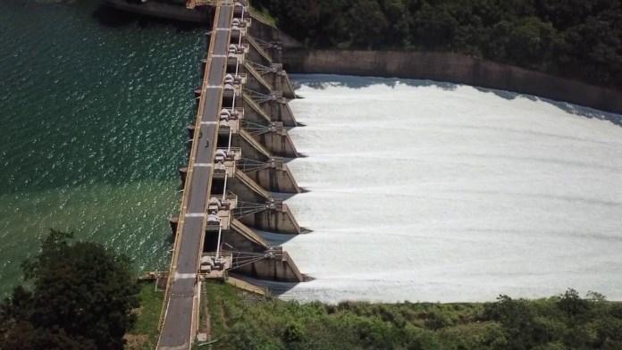 Hidroelétrica de Três Marias começa a abrir comportas, veja vídeo