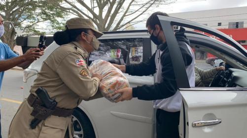 Drive thru solidário arrecada 10 toneladas de alimentos em Conquista