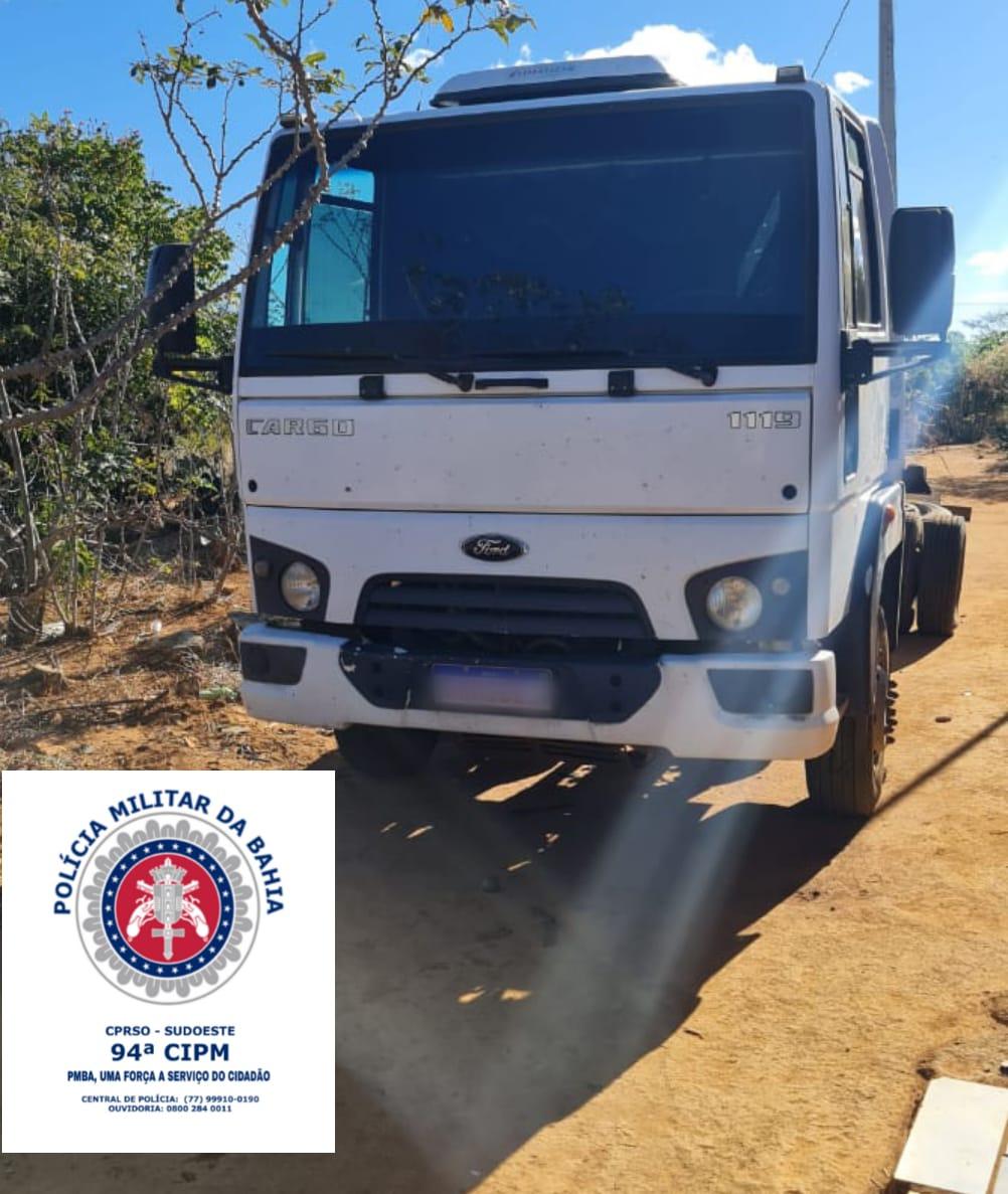 Polícia recupera veículos roubados
