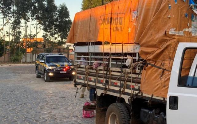 Caminhão foi retido transportando onze romeiros do Piauí com destino à Bom Jesus da Lapa