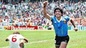 Murió Diego, el fútbol está de luto