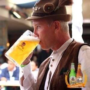Fotografia hombre aleman bebiendo cerveza Tovar