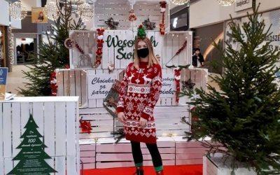 Hostessy na świątecznej akcji prosprzedażowej Choinki za Paragony
