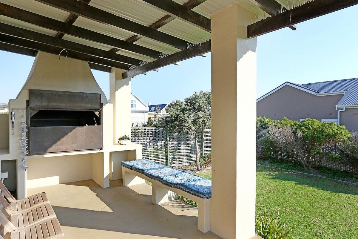 Large 4 Bedroom Holiday Accommodation Kommetjie