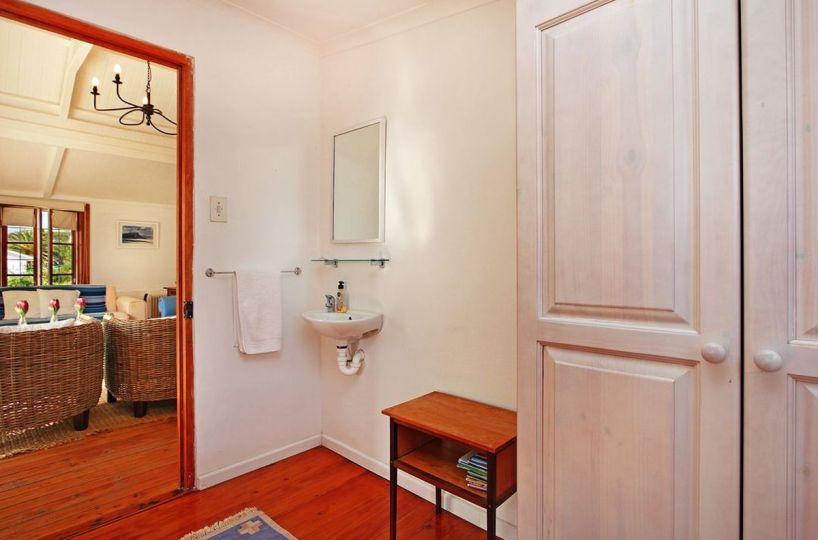 Two Bedroom Self Catering Cottage in Simonstown