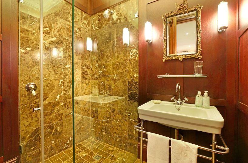 Luxury 5 Bedroom Self Catering Villa in Bishopscourt