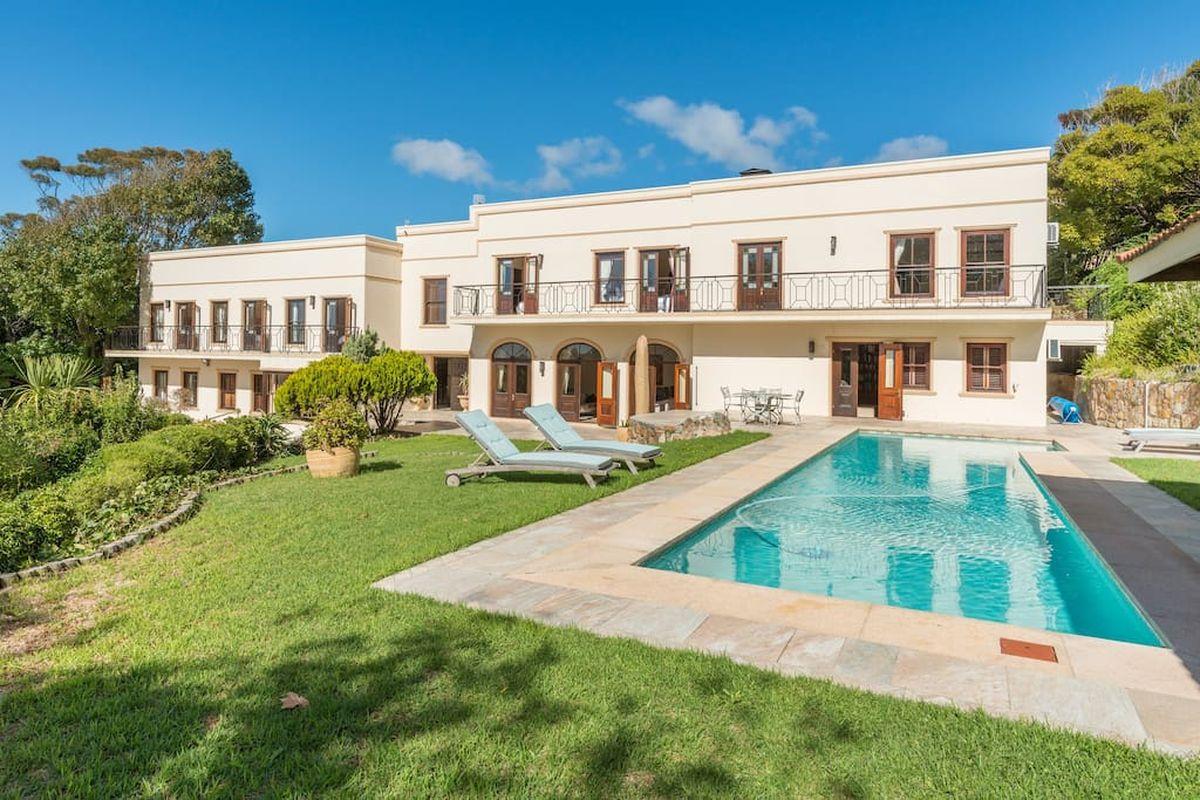 Luxury 8 Bedroom 5 Star Private Villa Constantia
