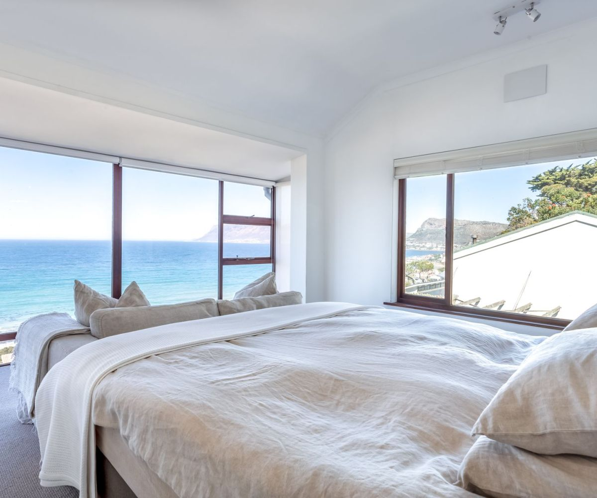 Lovely 4 bedroom St James Accommodation Cape Town