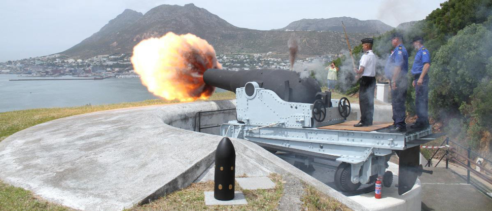South African Naval Museum shooting a massive cannon sending dogs running