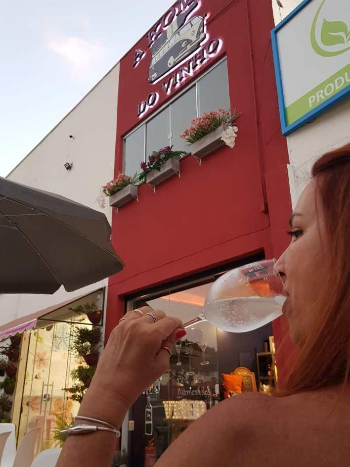 A Kombi do Vinho: novo espaço em Goiânia especializado em vinhos