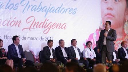 El gobernador Omar Fayad reconoce a maestros indígenas5